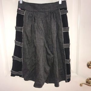 xs MarcCain  Shorts pleated button tab striped